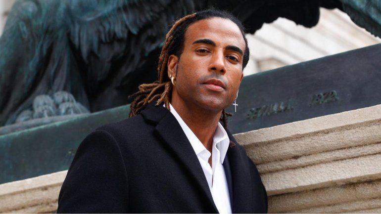 El rapero cubano Yotuel conmovió a los asistentes al foro Defensa de la democracia en las Américas al recitar los versos de Patria y Vida