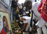 haiti: lider pandillero reune a cientos para honrar a moise
