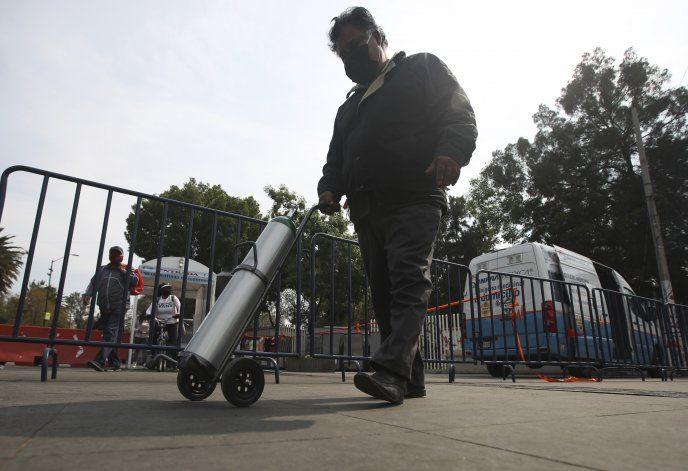 México reporta nuevos máximos de casos y muertes por COVID