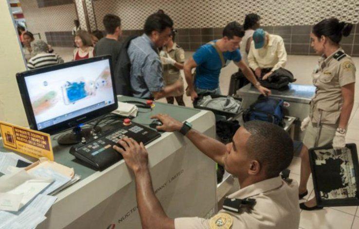 Venden a trabajadores delregimenlosartículos confiscados por la aduana