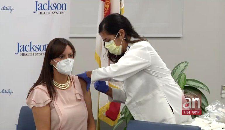 Vicegobernadora de la Florida promueve la vacunación contra la gripe
