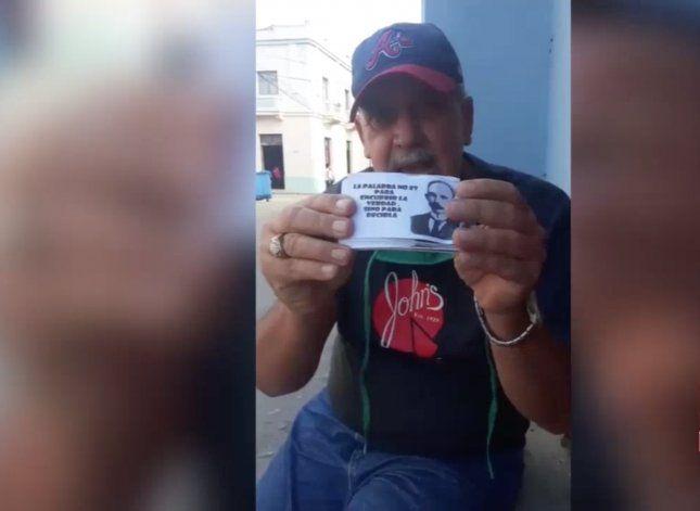 Arrestan a un cubano por cantar el himno nacional y repartir frases de José Martí