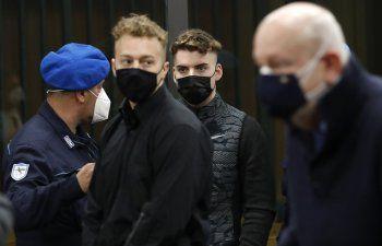 Condenan a cadena perpetua a los dos jóvenes estadounidenses que asesinaron a puñaladas a un policía en Italia