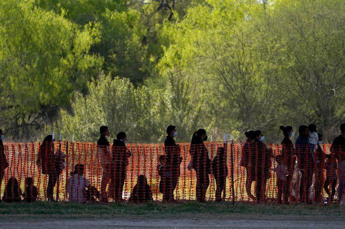 AP EXPLICA: ¿Hay crisis en la frontera entre EEUU y México?