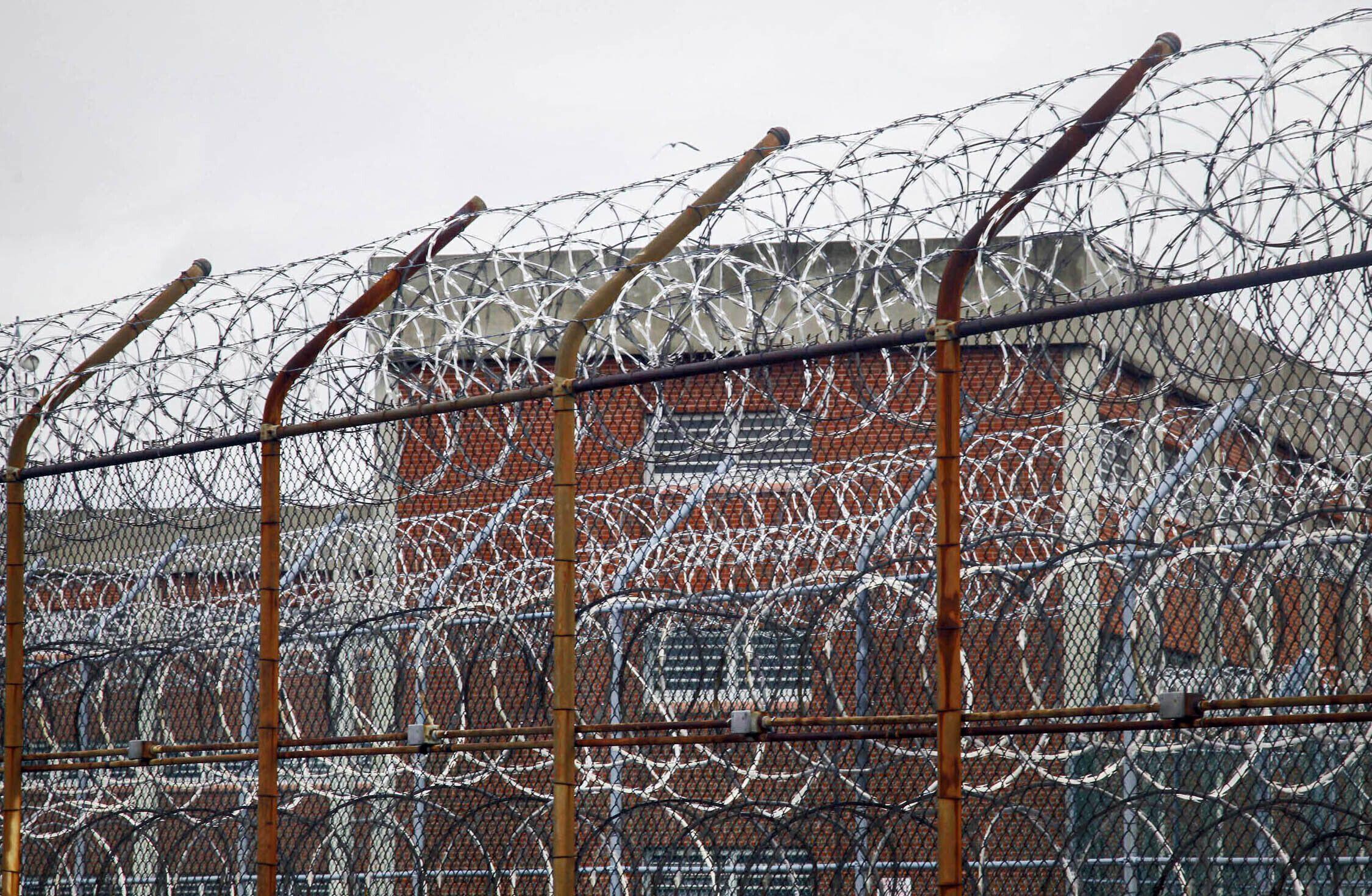 legisladores federales piden cerrar carcel de rikers island