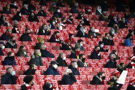 despues de 9 meses, hinchas vuelven a estadios en la premier