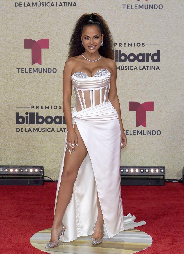 Brillo y color en la alfombra roja de los Premios Billboard