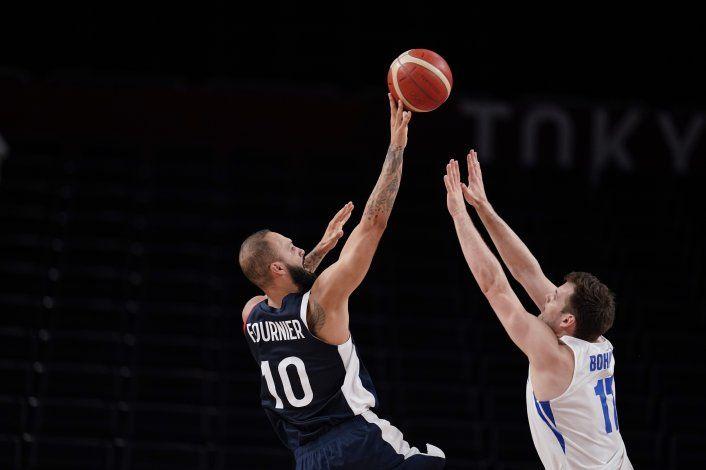 Francia, líder de grupo en basket tras ganar a R.Checa 97-77
