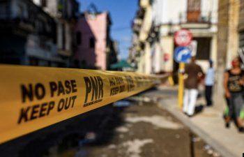 Barrios enteros cerrados, hospitales al borde del colapso, sarna y dengue: testimonios desde Cuba sobre COVID-19