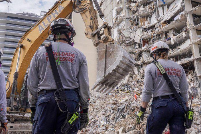 Encuentran otros 4 cadáveres entre los escombros del edificio Champlain Towers South