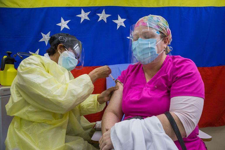 Médicos venezolanos piden acelerar la vacunación con la dosis rusa Sputnik V
