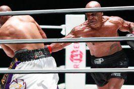 mike tyson volvio al boxeo a los 54 anos, mostro un gran nivel y brillo en la exhibicion ante roy jones jr.