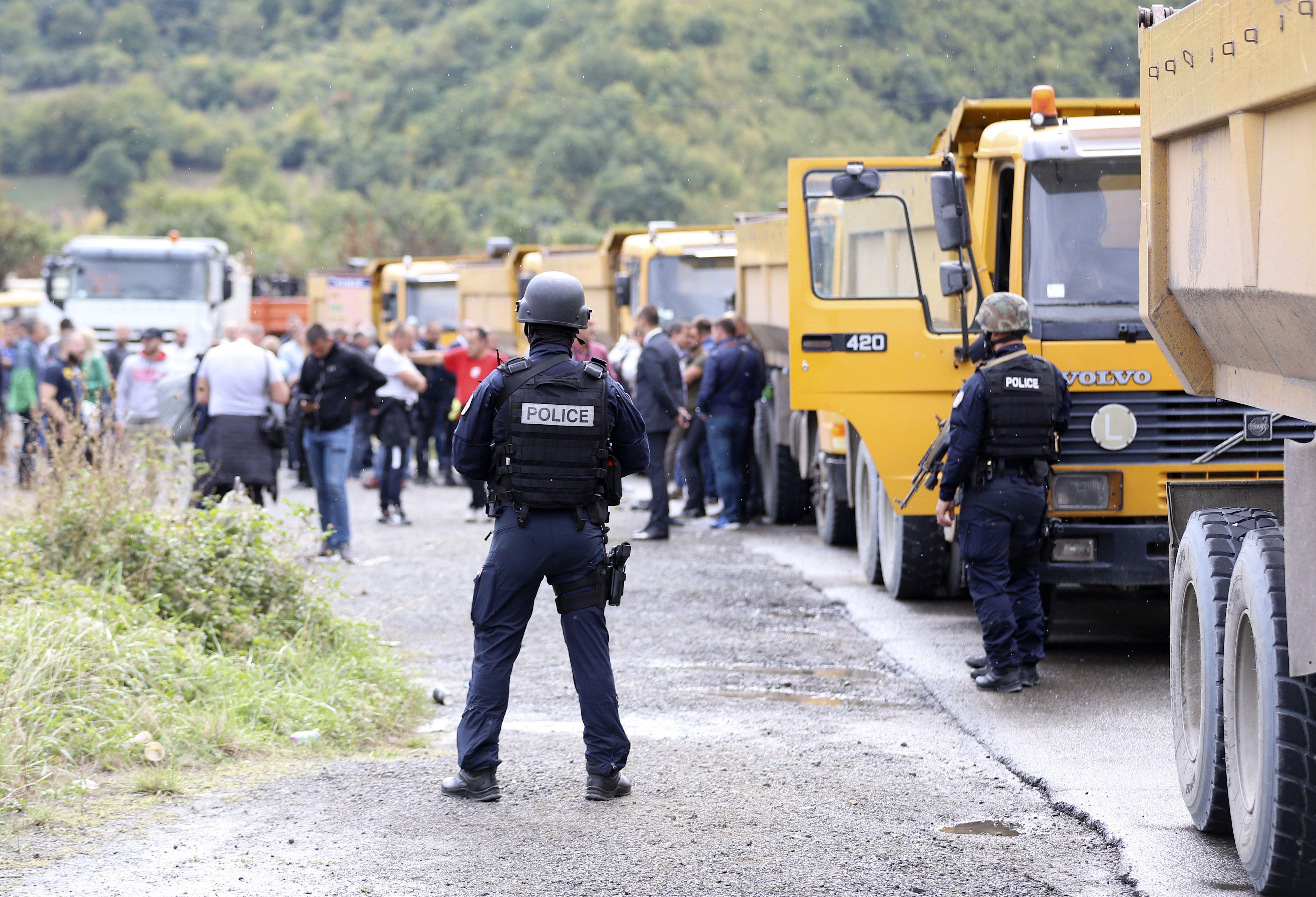 manifestantes bloquean cruce fronterizo serbia-kosovo