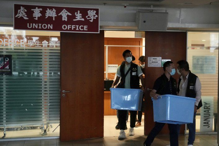 Policía en Hong Kong allana sede de sindicato estudiantil