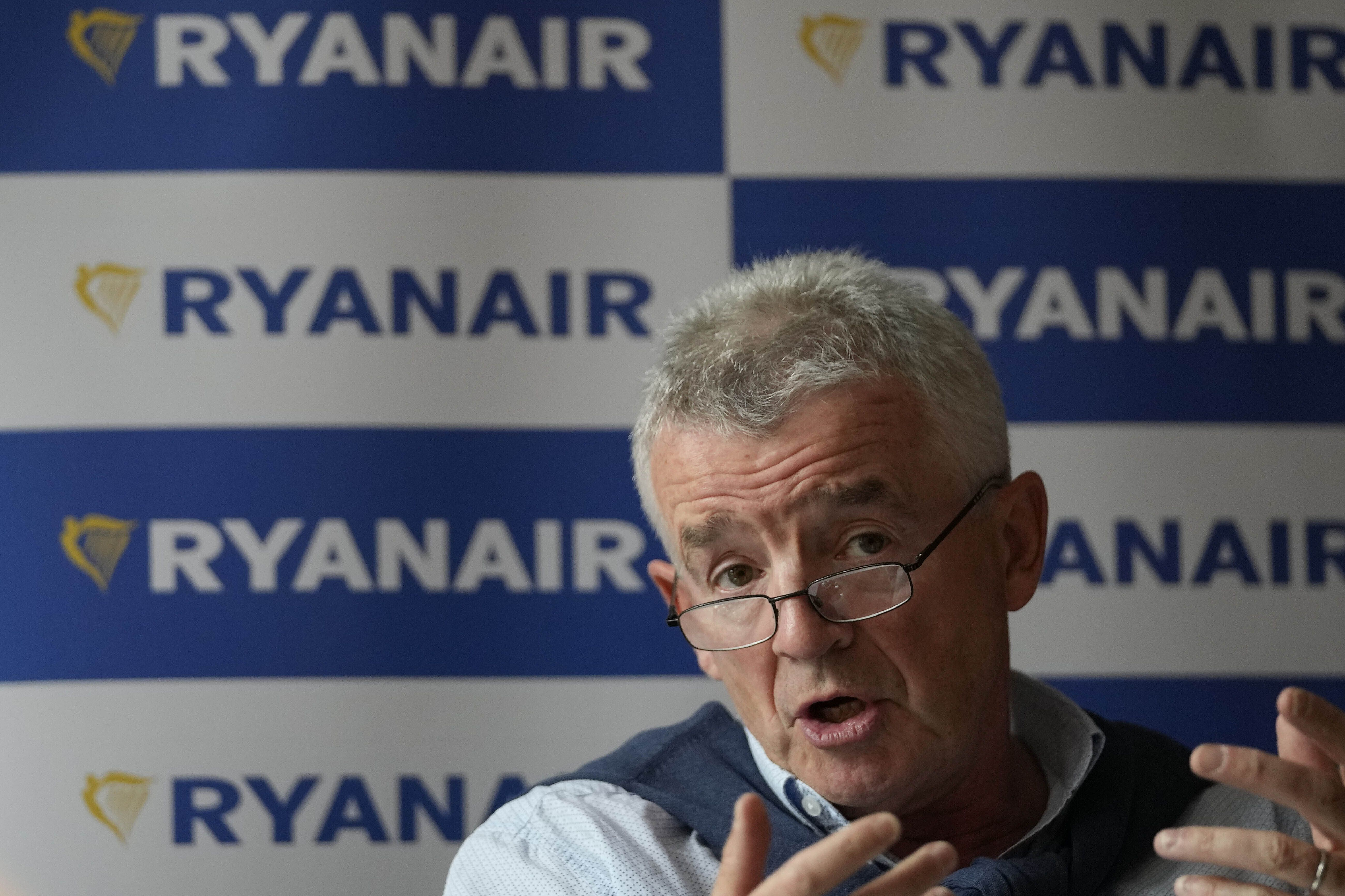 ryanair anuncia planes para contratar a 5.000 personas