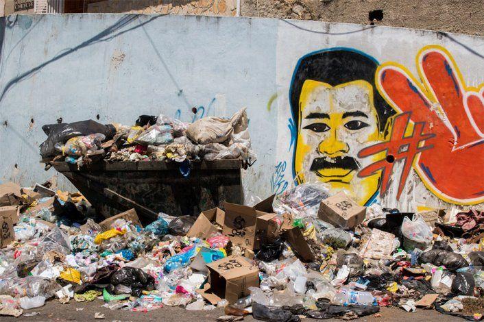 Caracas en decadencia: Calles con pegostes malolientes y llenas de desechos
