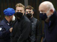 condenan a cadena perpetua a los dos jovenes estadounidenses que asesinaron a punaladas a un policia en italia