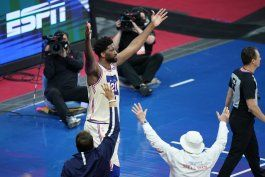 embiid y 76ers cortan racha victoriosa a clippers