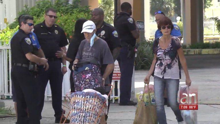 North Miami Beach: Residentes evacuados de un edificio pudieron regresar a recoger sus pertenencias