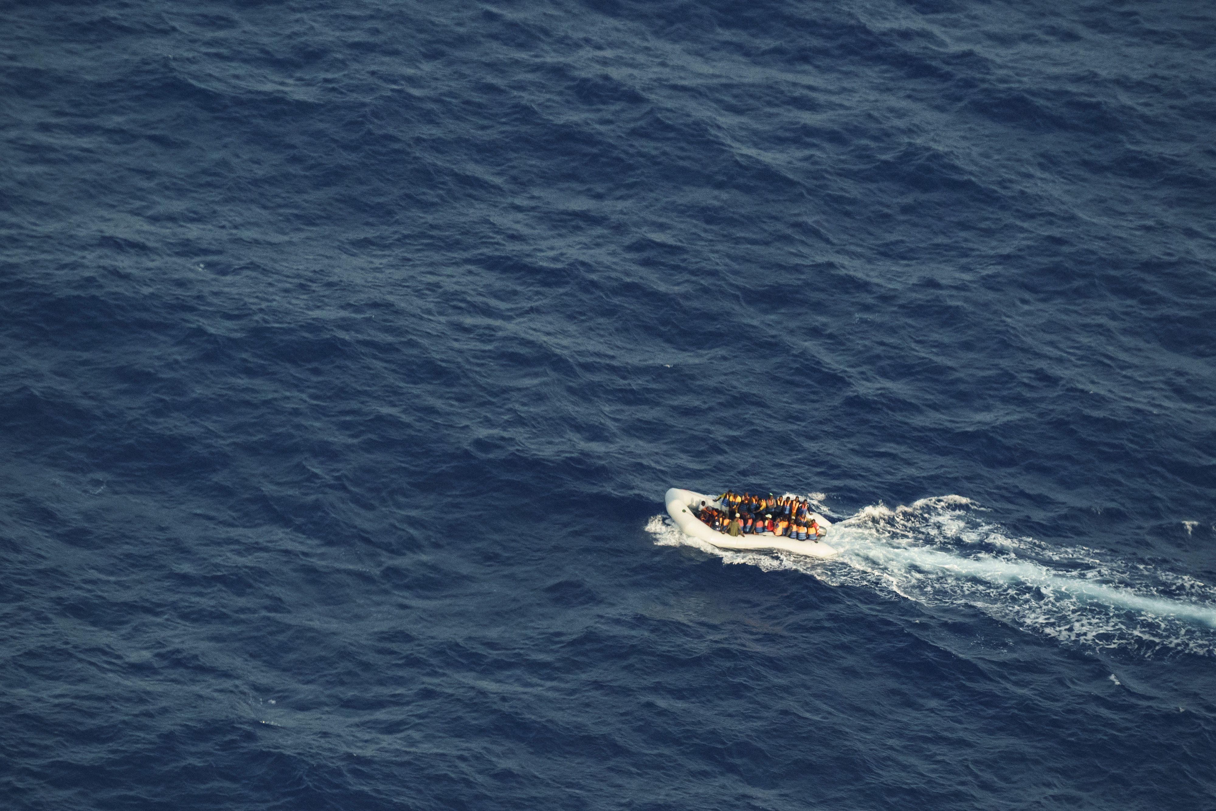 onu: guardas balean y matan a 6 migrantes detenidos en libia