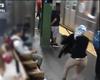 VIDEO: Una mujer se salva de ser atropellada por el metro de Nueva York después de que intentaran arrojarla a las vías