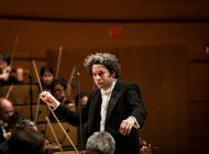 gustavo dudamel regresa al hollywood bowl con christina aguilera y otros artistas