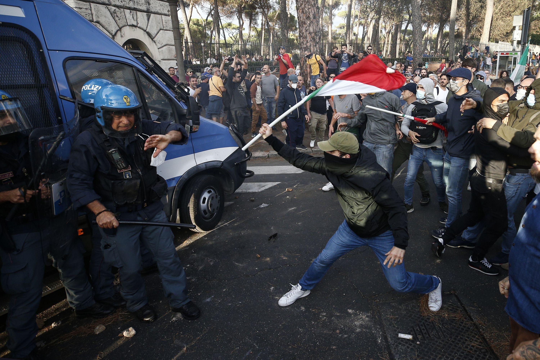 piden proscribir grupos fascistas en italia tras protestas