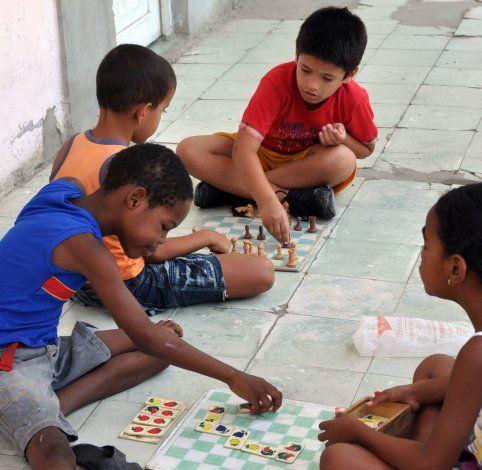 ¿Con qué juegan los niños en Cuba?
