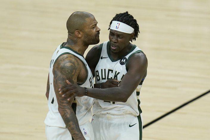 Bucks superan a Suns y dan la vuelta a las Finales