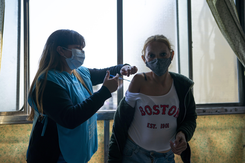 argentina comienza vacunacion de ninos de 3 a 11 anos