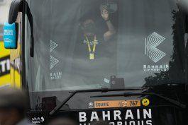 policia registra al equipo bahrain victorious en el tour