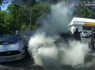 video: cinco policias salvan a un hombre inconsciente en un coche en llamas en un heroico rescate grabado en primera persona