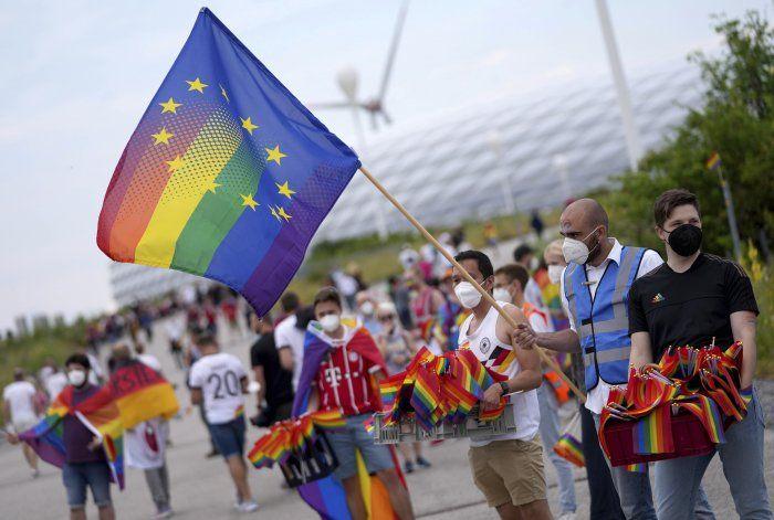 UE defiende derechos LGBT ante preocupación por ley húngara