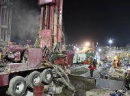 rescatan a 1 de 22 trabajadores atrapados en mina en china