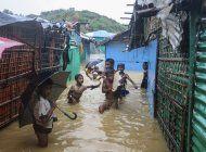 bangladesh: inundaciones dejan sin casa a refugiados rohinya