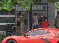 hombre asalto a una mujer de la tercera edad en un cajero automatico en el nw de miami