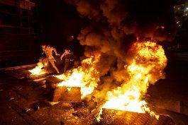 las protestas paralizan a una libano en crisis