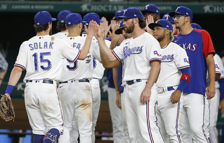 Peters y Rangers frenan a Medias Blancas
