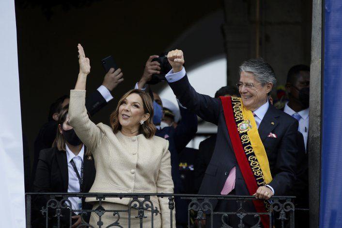 Cirugía de presidente ecuatoriano concluye favorablemente