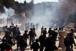 al menos 169 heridos en choques entre palestinos y policia israeli en jerusalen