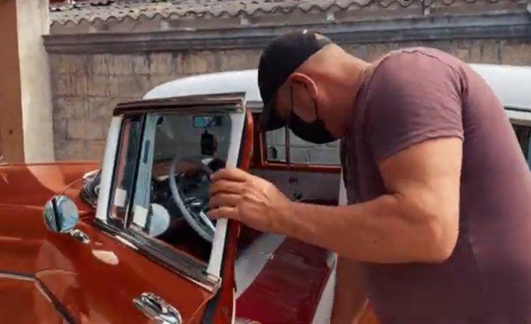 Chapista cubano residente en Villa Clara reproduce piezas originales de Chevrolet y se las piden de todo el mundo