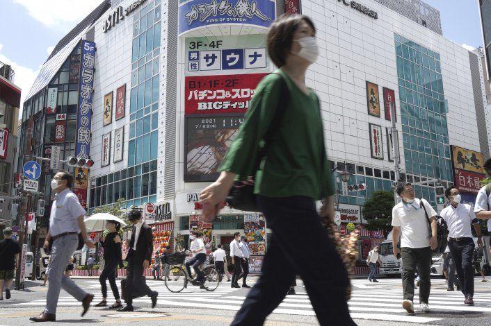 El récord de contagios alarma a las autoridades en Tokio