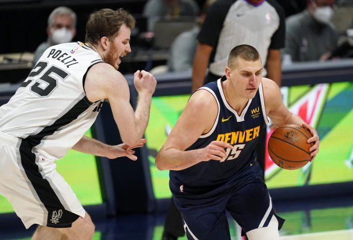 Jokic aporta triple doble a triunfo de Nuggets sobre Spurs