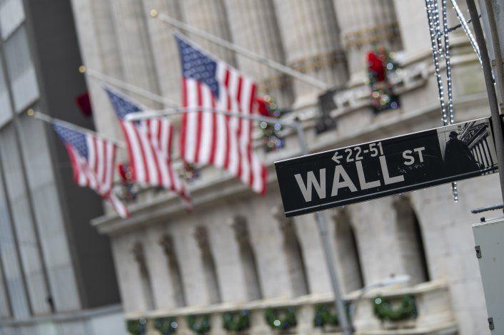 Wall Street baja; el S&P 500 suma 3 semanas en declive