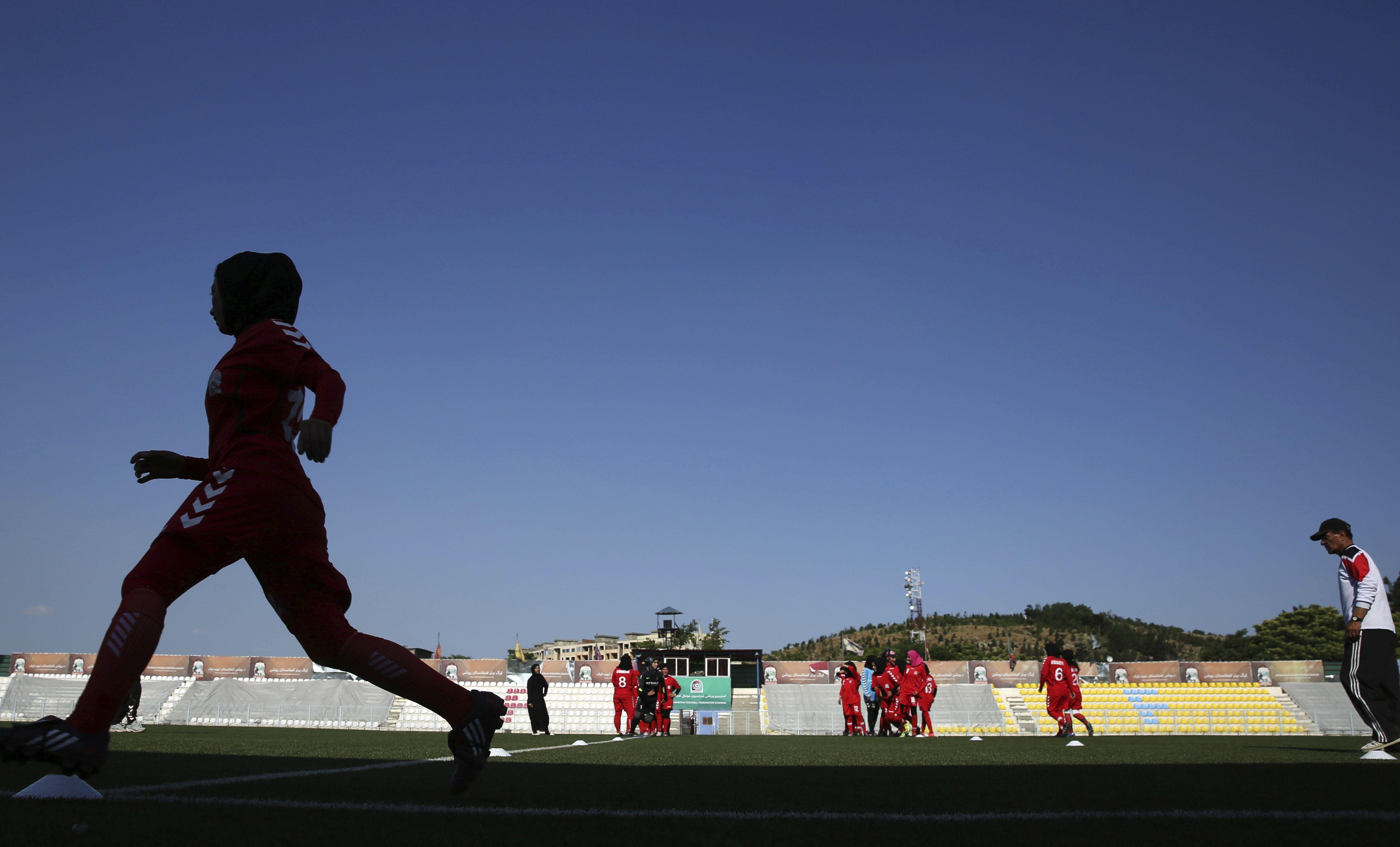 futbolistas afganas, trasladadas a qatar