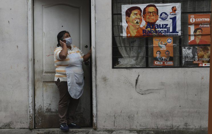 Ecuatorianos se aprestan a votar en medio de pandemia