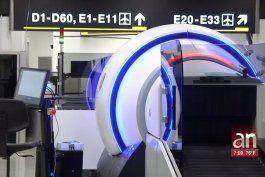 nueva tecnologia en aeropuerto internacional de miami para agilizar el chequeo de pasajeros
