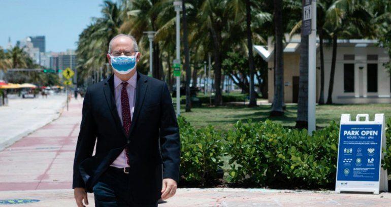 Alcalde de Miami Beach pide al gobernador de Florida que implemente el uso de mascarillas