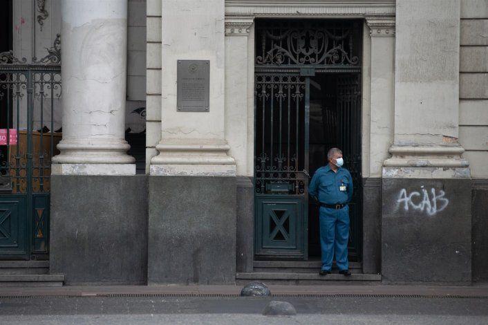 Chile comienza a bajar sus cifras de contagios pero teme el colapso en centros hospitalarios