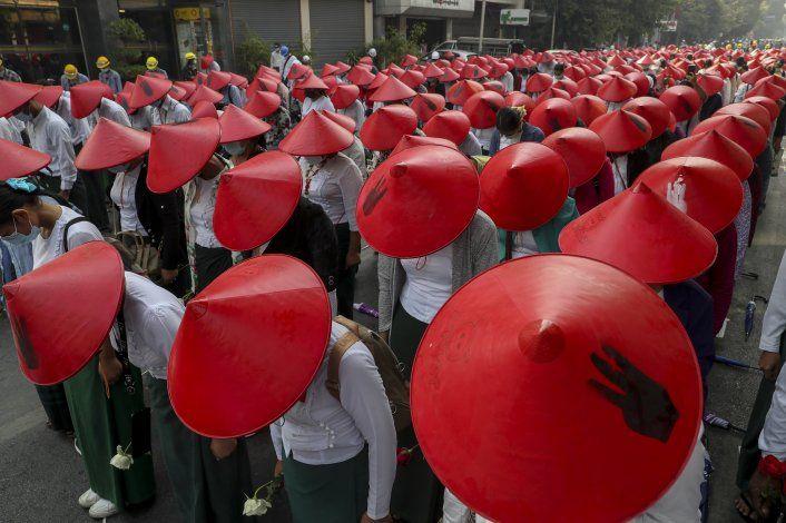 Fuerzas de Myanmar usan de nuevo la fuerza con manifestantes
